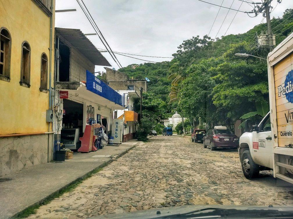 9 de 9: la calle del pueblo desde el terreno