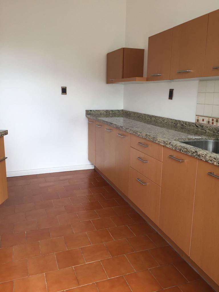 14 de 19: vista parcial de la cocina