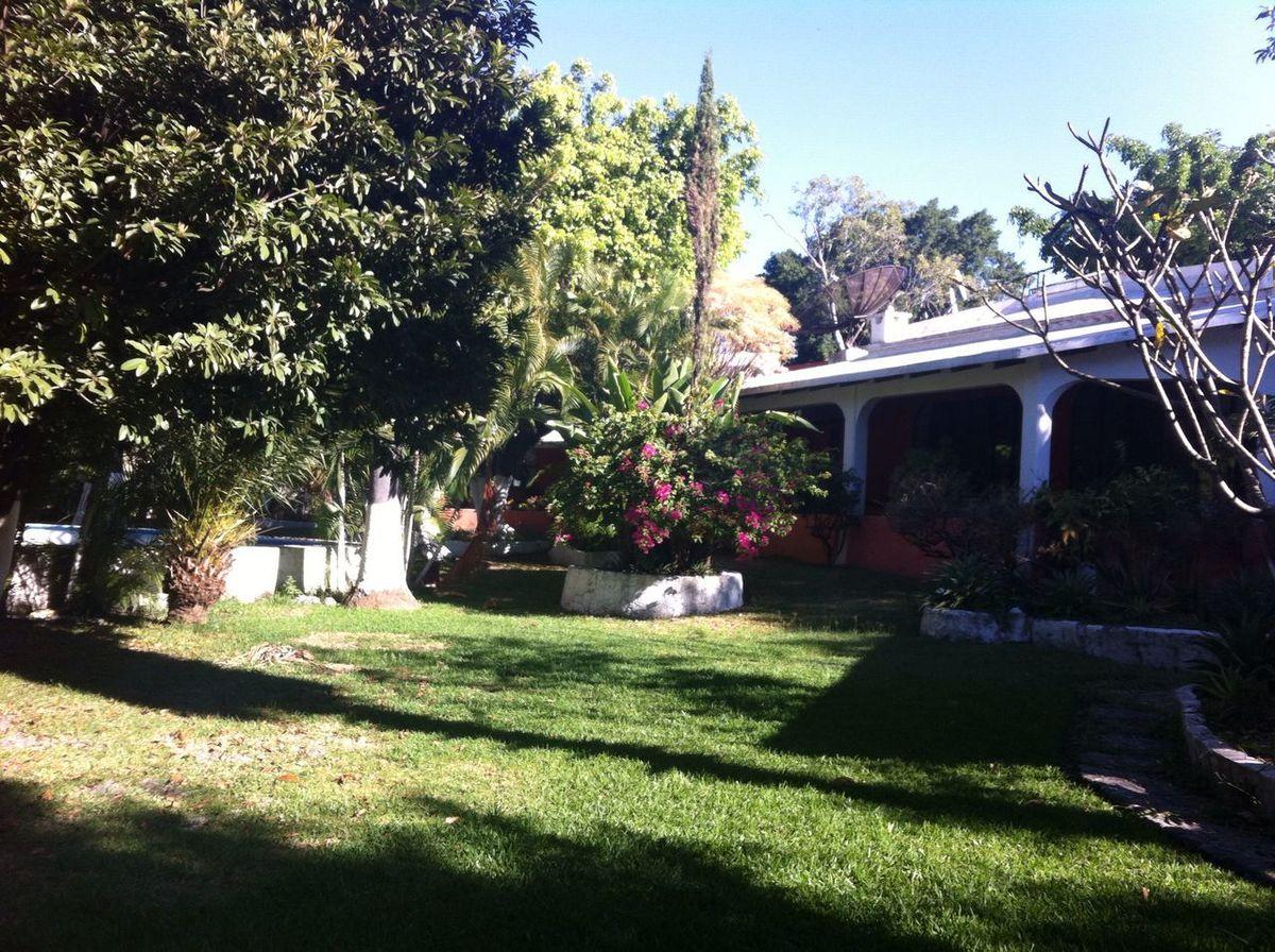 1 of 21: Jardín y Vista Casa