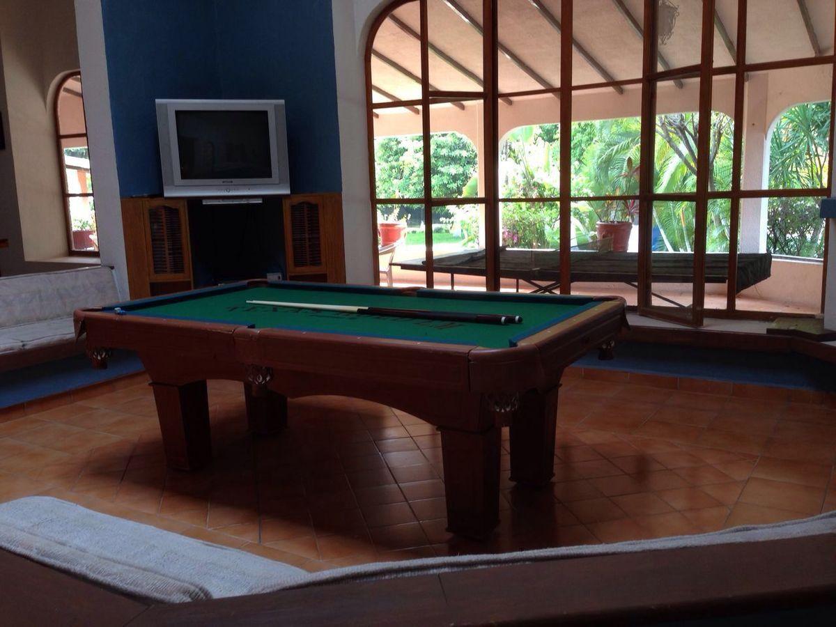 13 of 21: Salón de Juegos