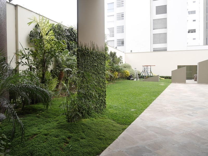 7 de 42: Jardín en área común