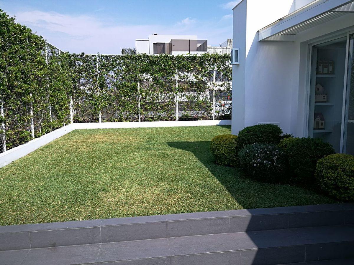 22 de 41: Maravilloso jardín propio con pasto! Apto para piscinita...