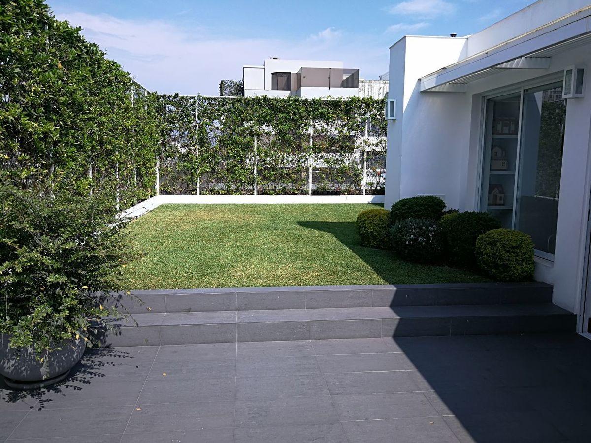 29 de 41: Maravilloso jardín propio con pasto! Apto para piscinita...
