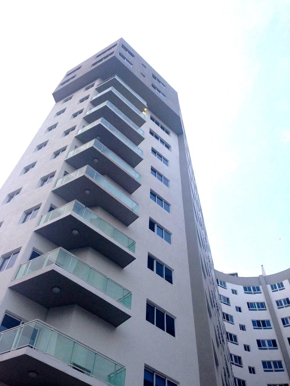 11 de 48: Fachada de Torre