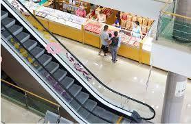 12 de 18: Escalera eléctrica para la comodidad de clientes