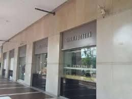 18 de 18: Exterior de la plaza Centro joyero Galeria