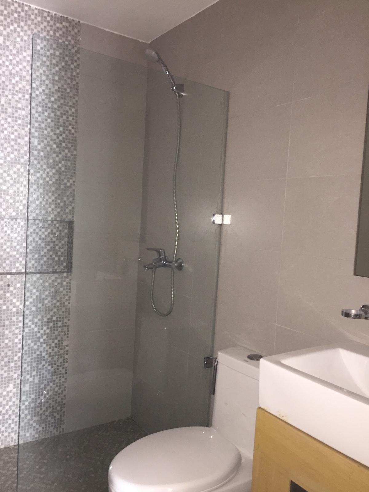 12 de 25: baño habitación secundaria