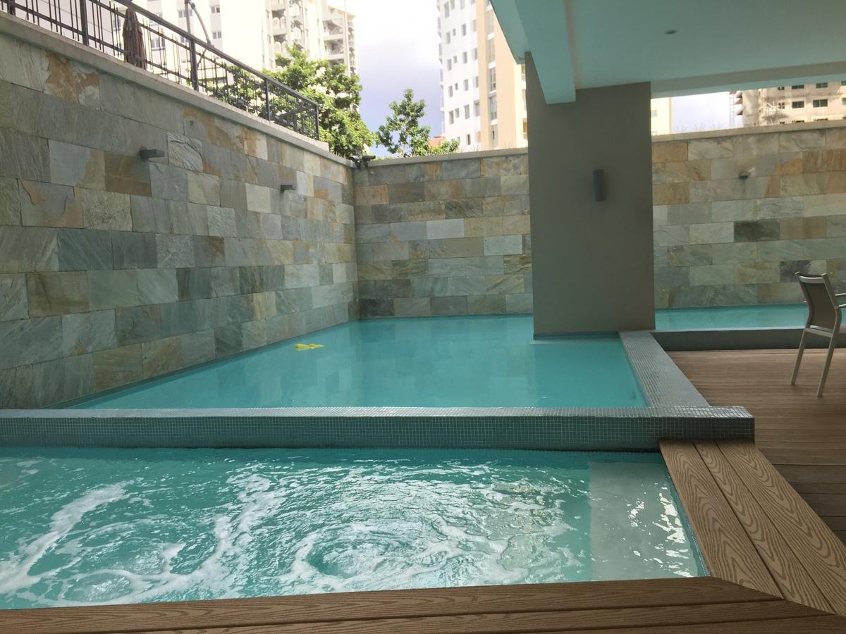 20 de 25: piscina y jacuzzi