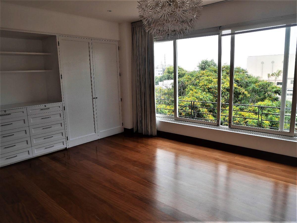 14 de 37: Dormitorio 3 con linda vista a calle y árboles