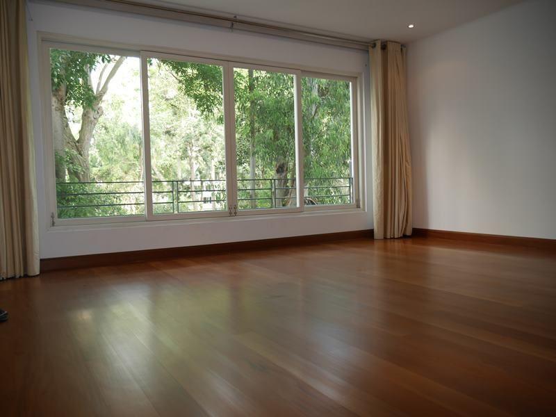 12 de 37: Dormitorio principal con dos walk-in-closets amplios