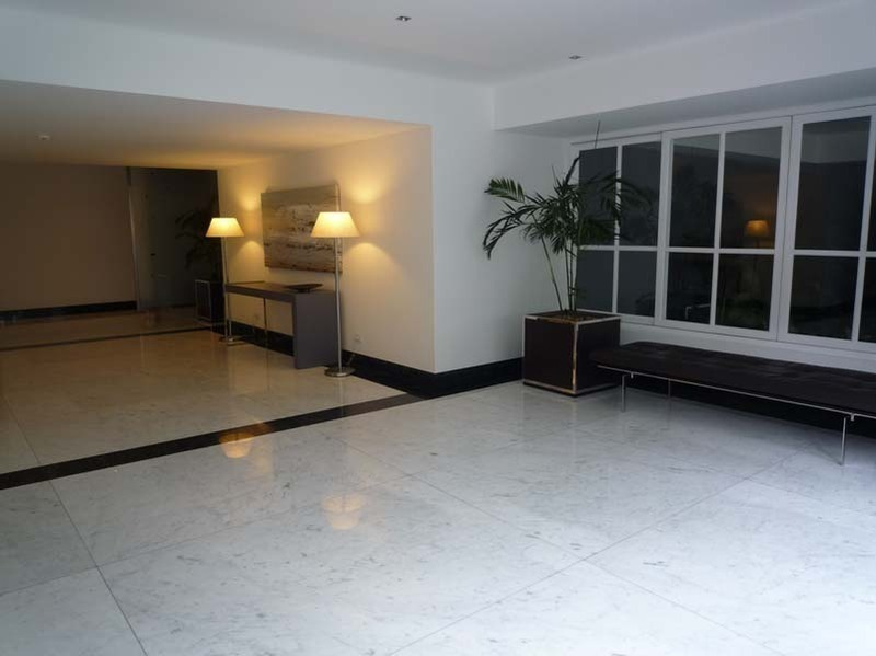 33 de 37: Lobby del Edificio