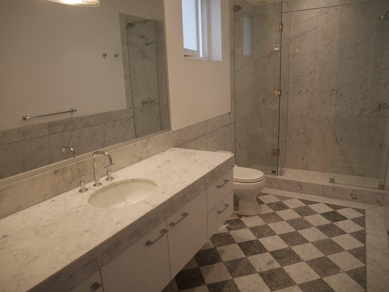 30 de 37: Baño dormitorio 2 con ducha