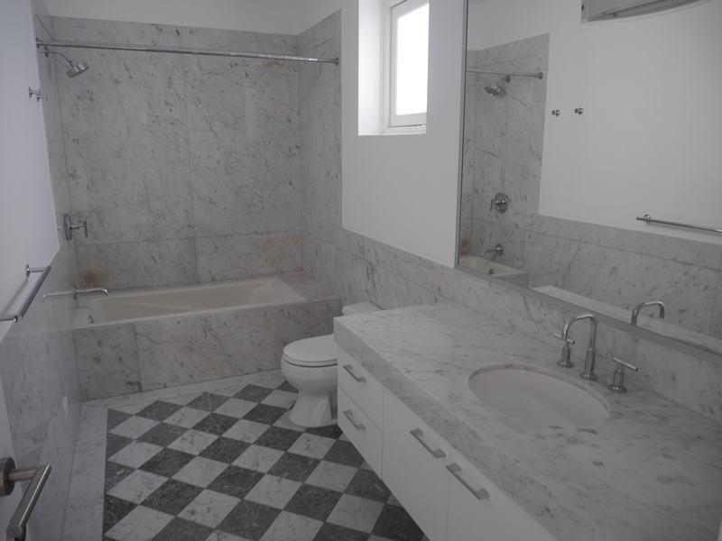 31 de 37: Baño dormitorio 3 con tina