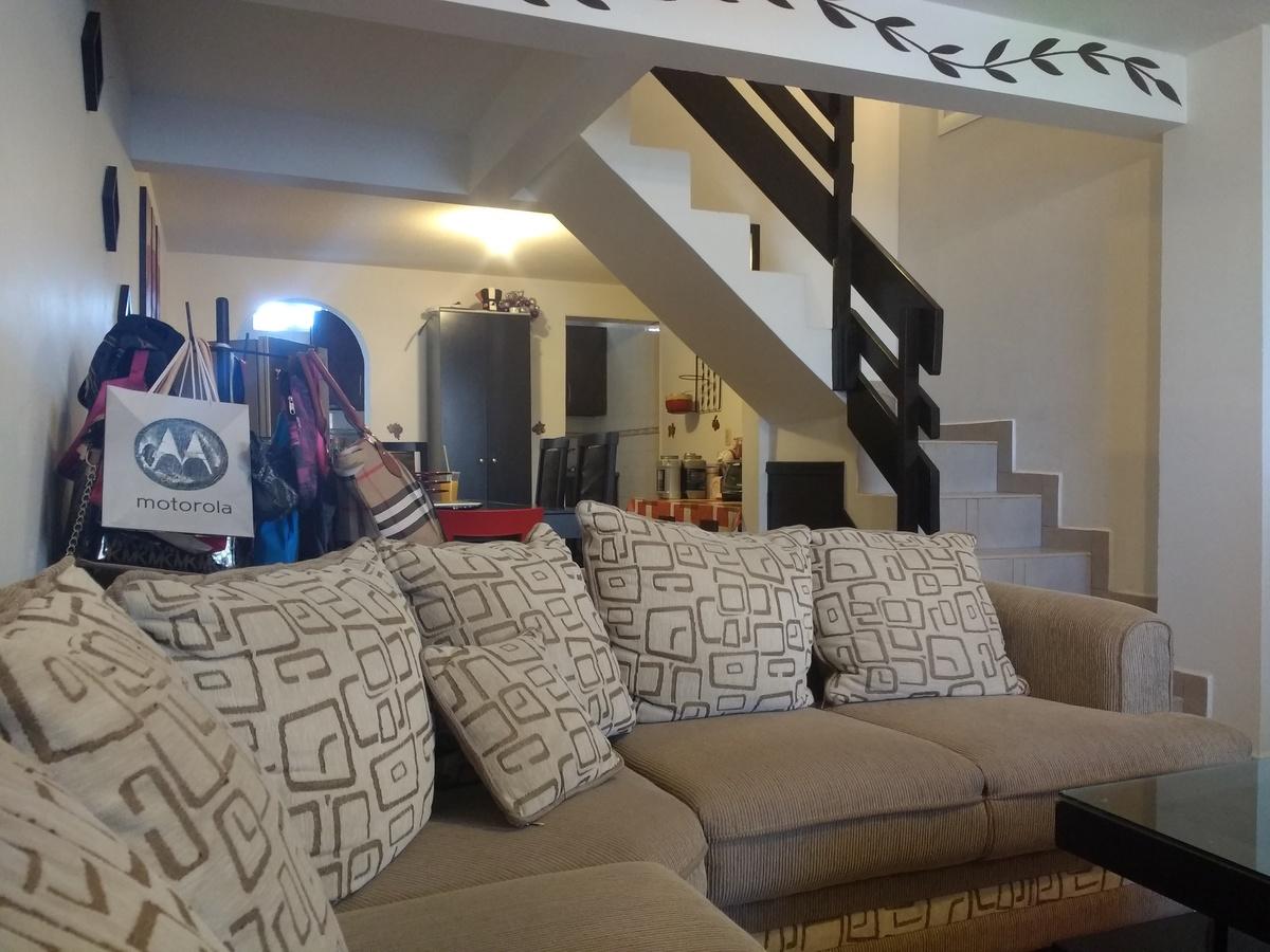 2 de 12: Primera vista del interior de la casa. (sala)