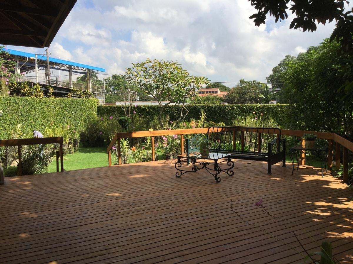 5 de 18: espectacular terraza integrada a la naturaleza