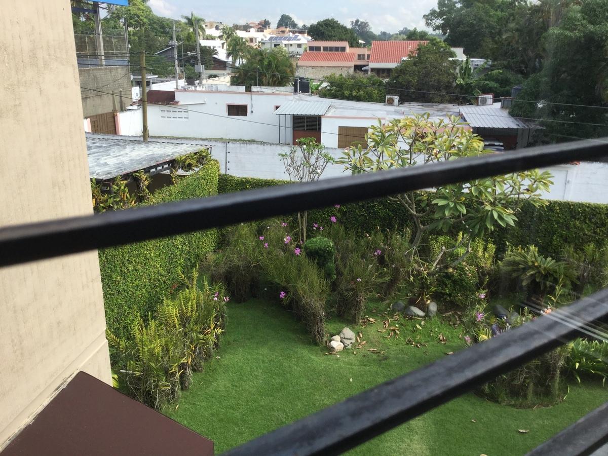8 de 18: Vista del patio desde el segundo piso