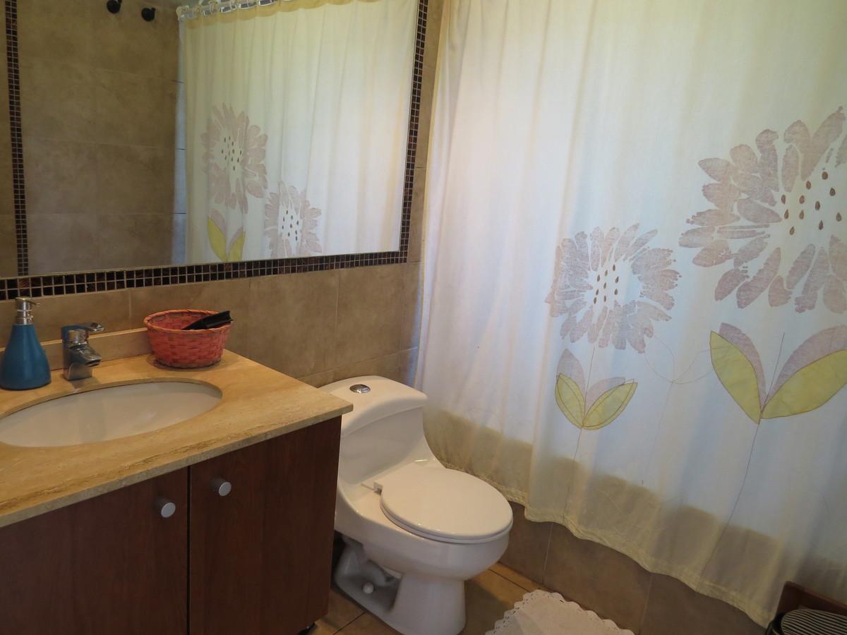 9 de 13: Baño 1 segundo piso
