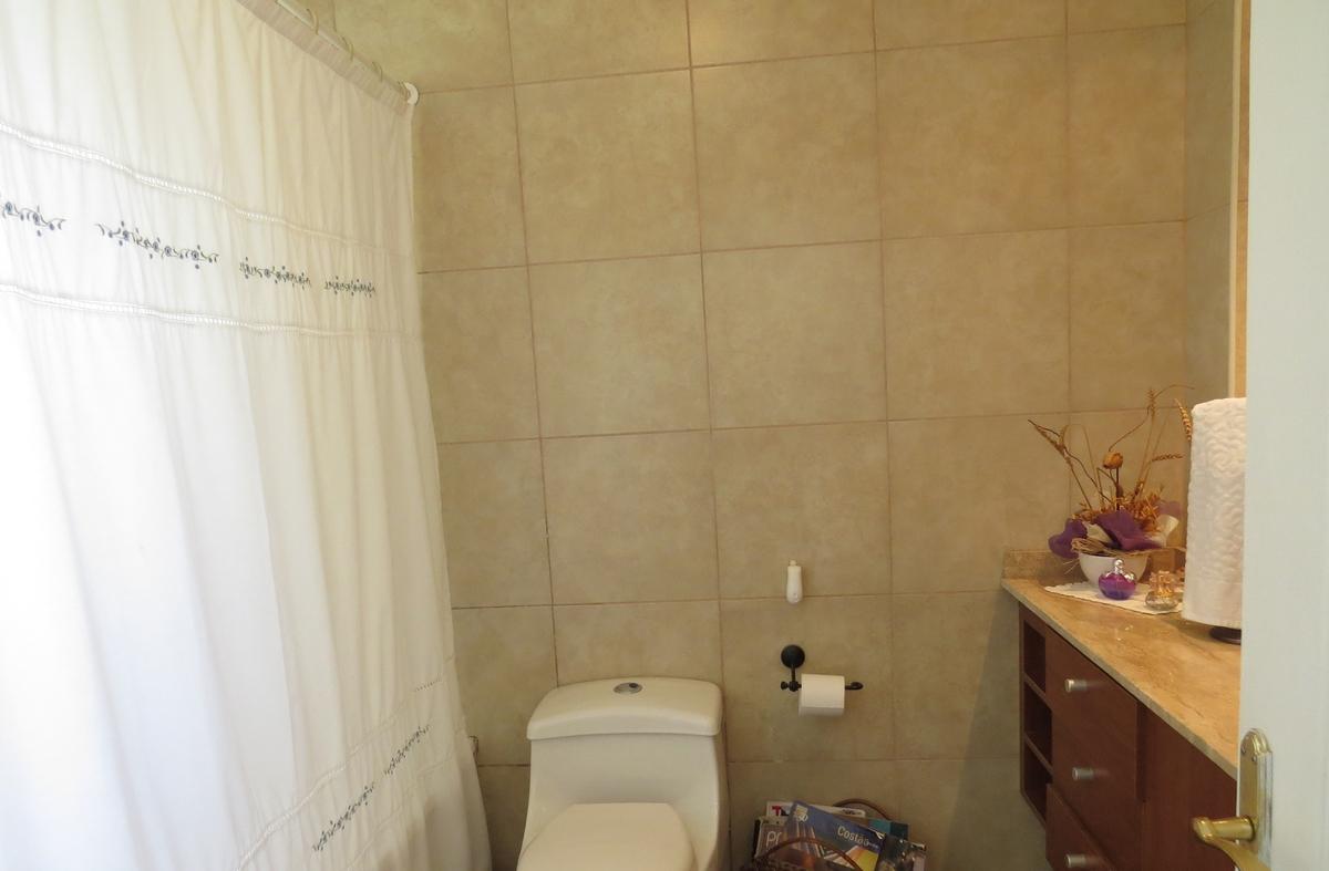 12 de 13: Baño dormitorio principal