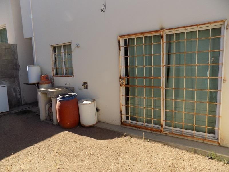 28 de 32: patio trasero y puerta corrediza