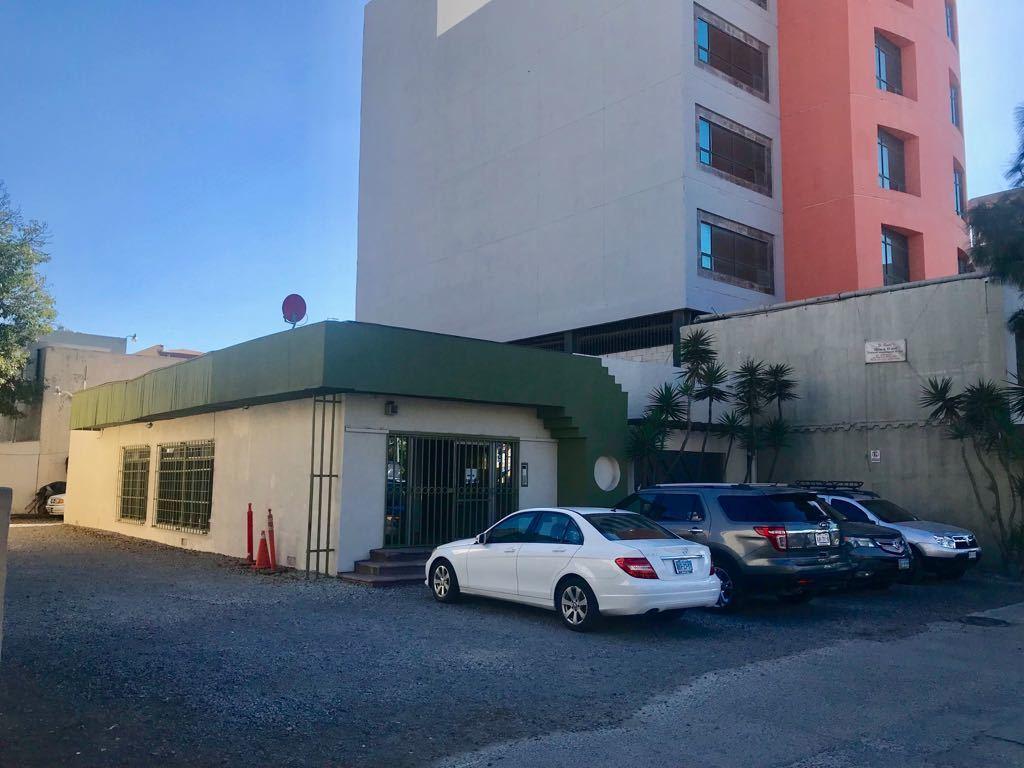 2 de 21: Fachada Principal Edificio