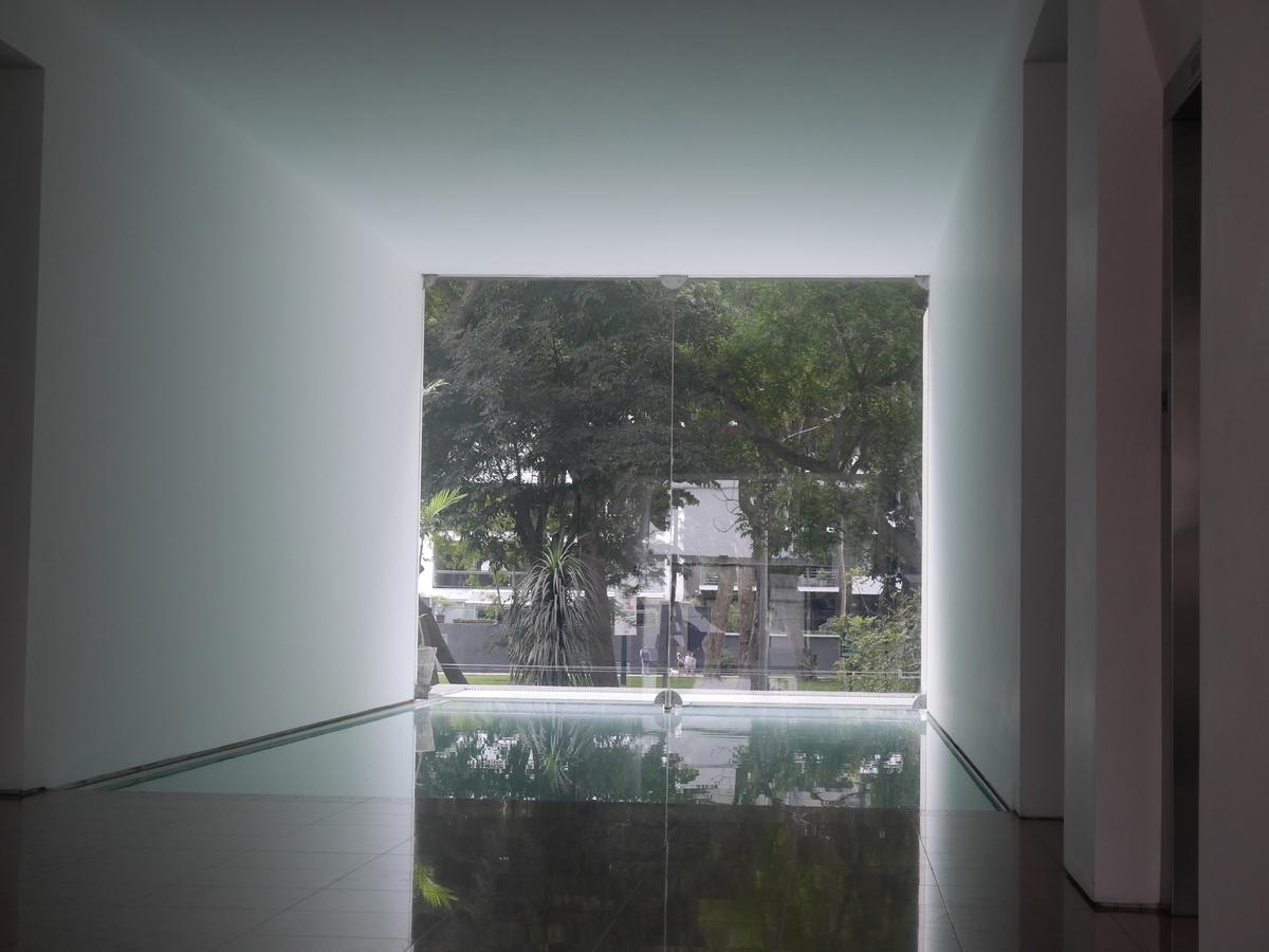 17 de 21: Espejo de agua con vista al parque en el lobby
