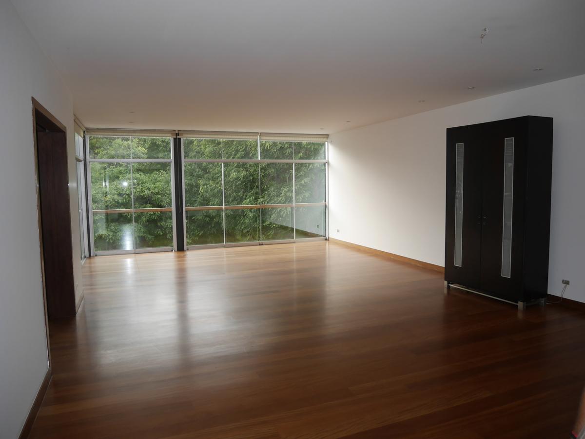 3 de 21: Sala Principal Vista a Parque con salida a terraza
