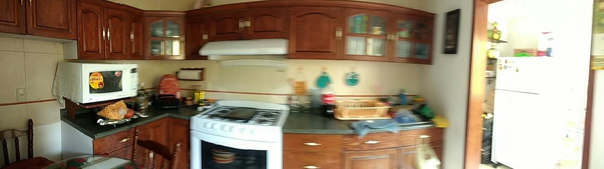8 de 21: Cocina Equipada. con acceso a patio y área de lavado.