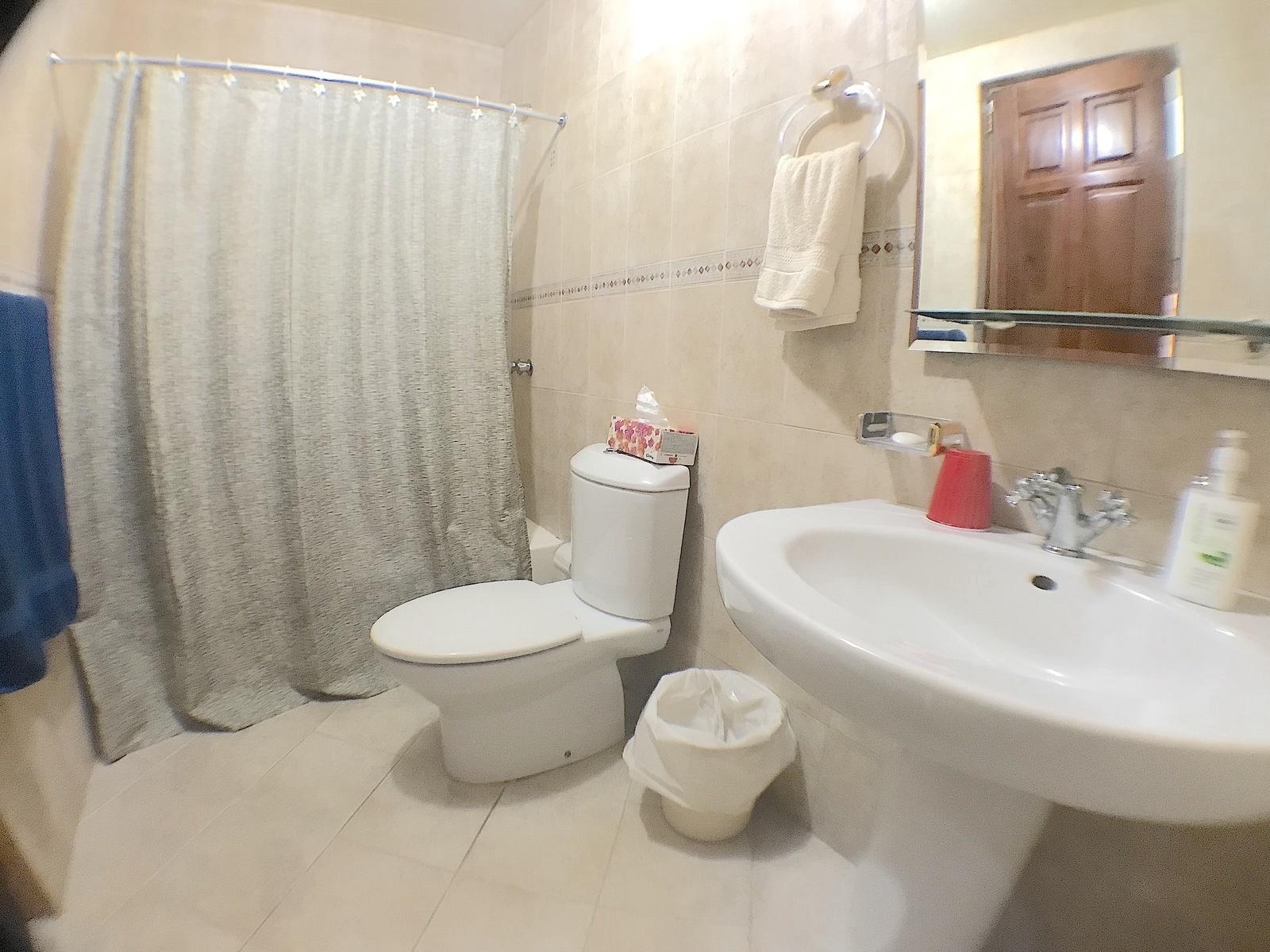15 de 17: Baño Habitación secundaria 1