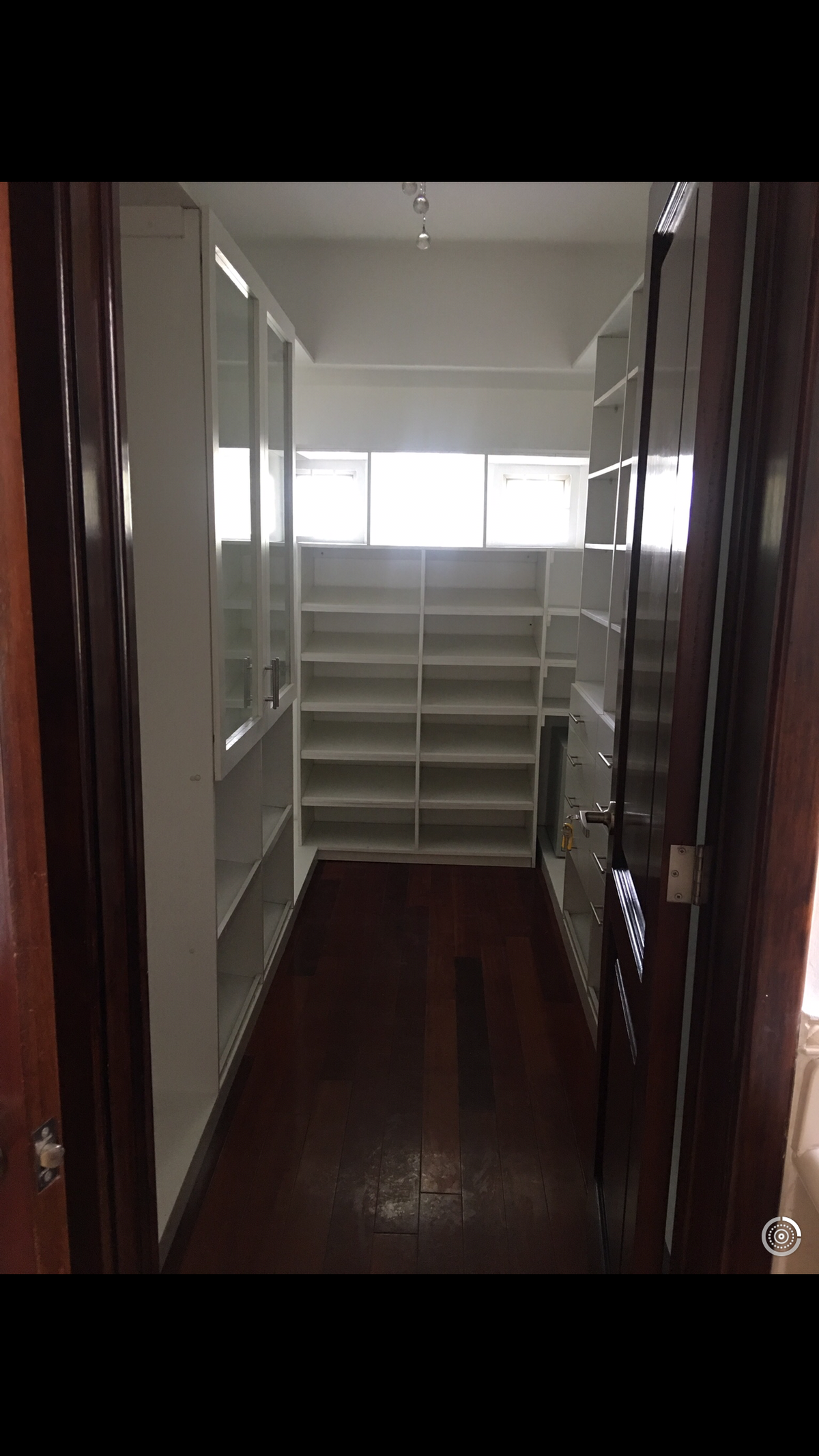 6 de 8: Walking closet del dorm master