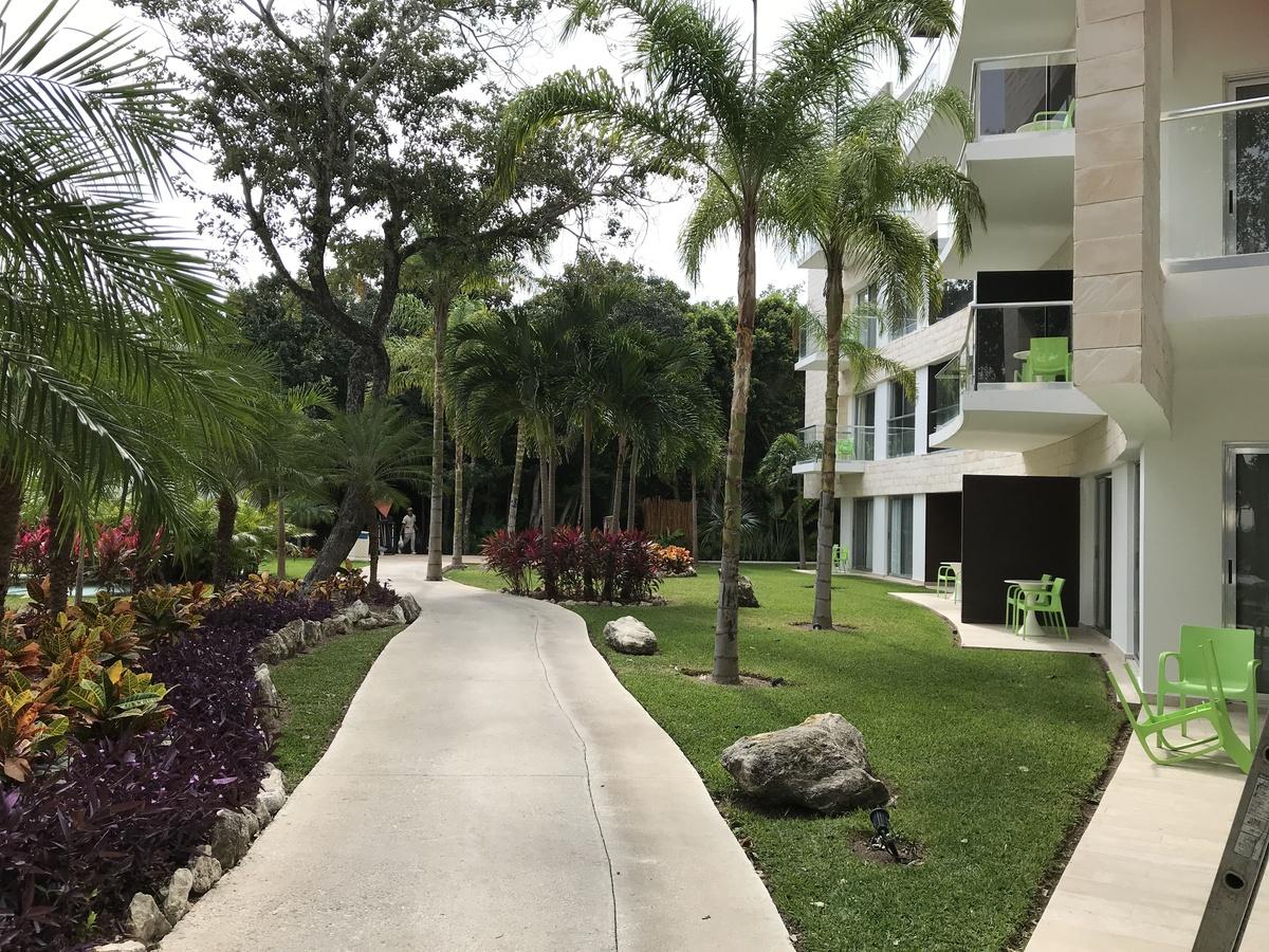 3 de 8: Resort con jardines y mantenimiento todo el tiempo.