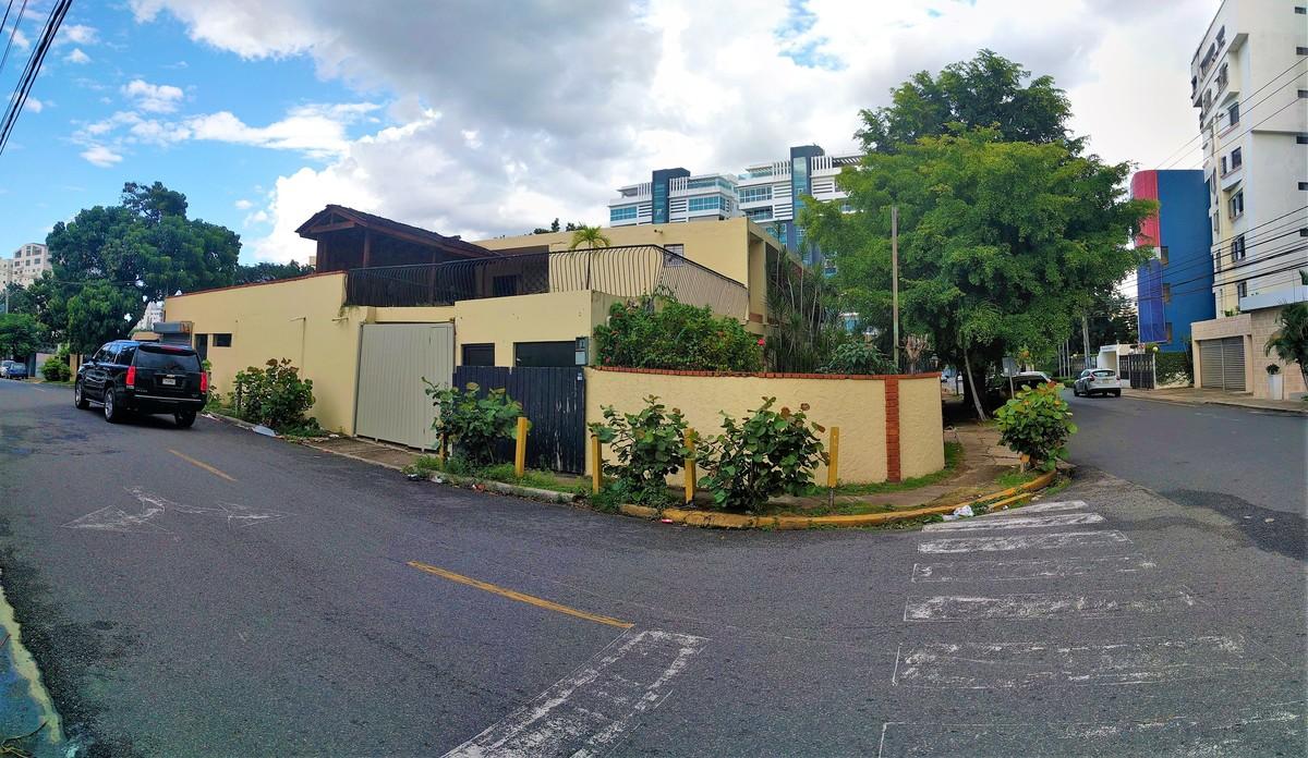 3 de 3: Foto de la casa que ocupa el solar.