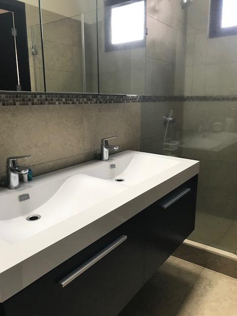 18 de 23: baño principal
