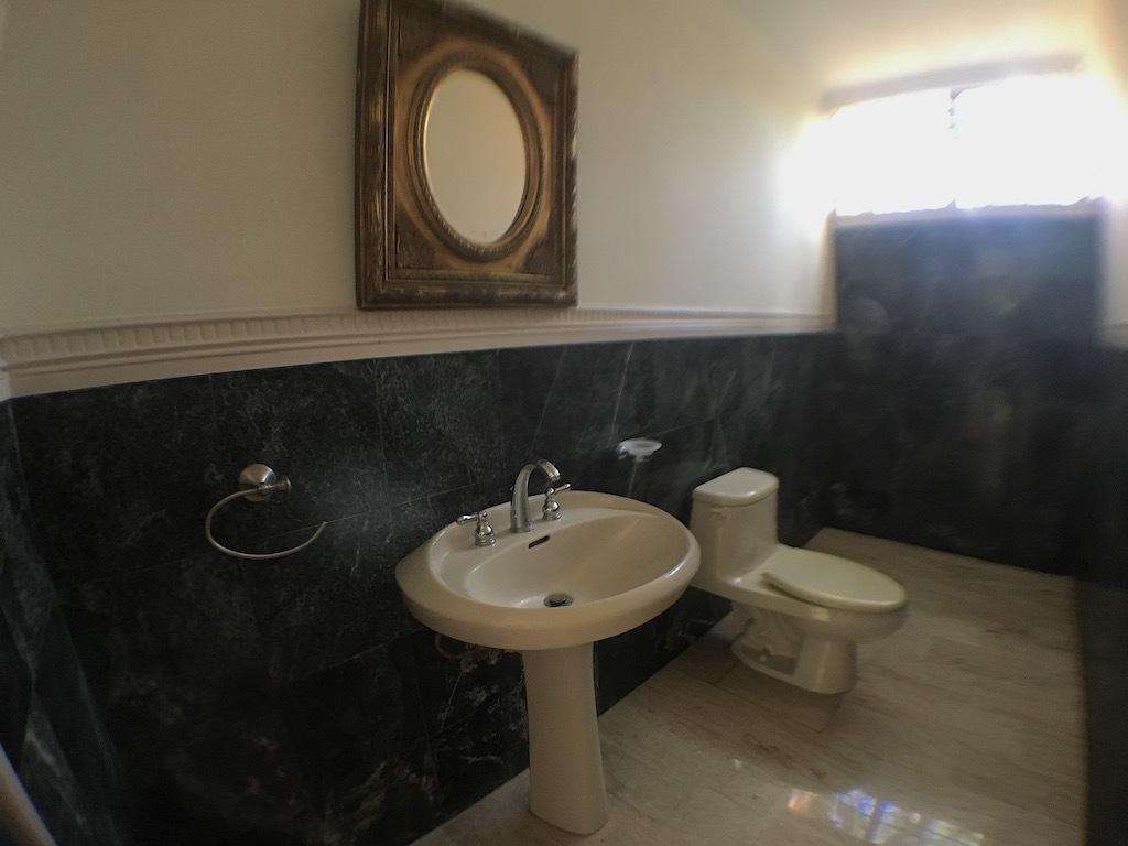 11 de 20: Baño de una de las habitaciones secundarias