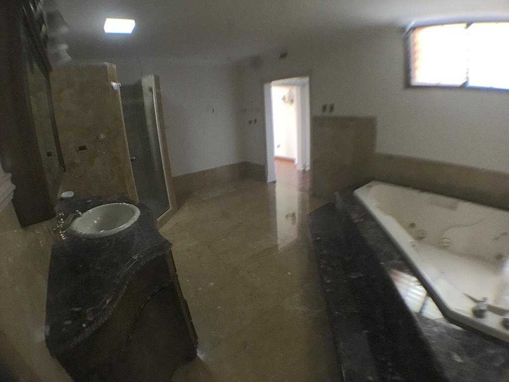 13 de 20: otra vista del baño habitación princiapal