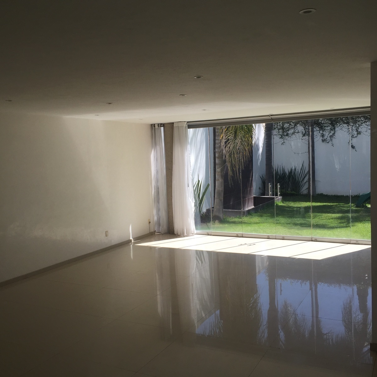 9 de 43: amplia sala y comedor con gran iluminación