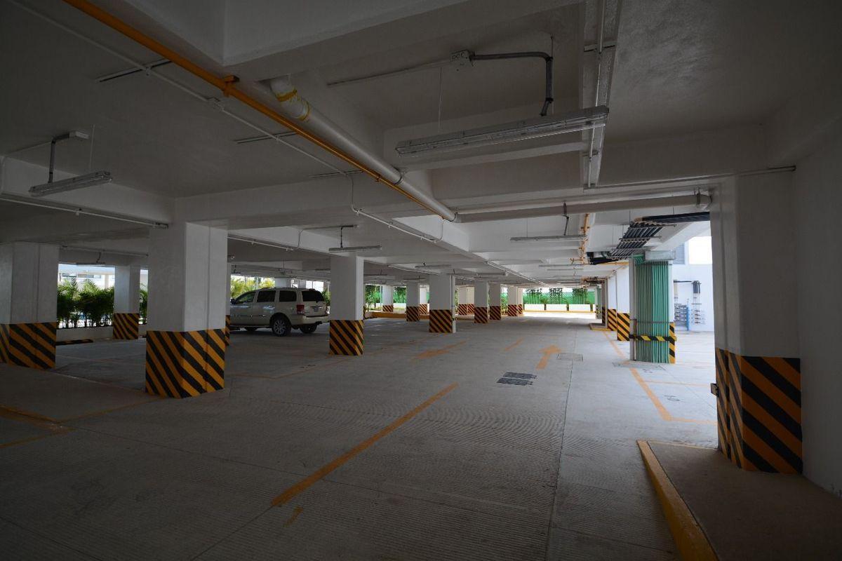 22 de 24: estacionamiento