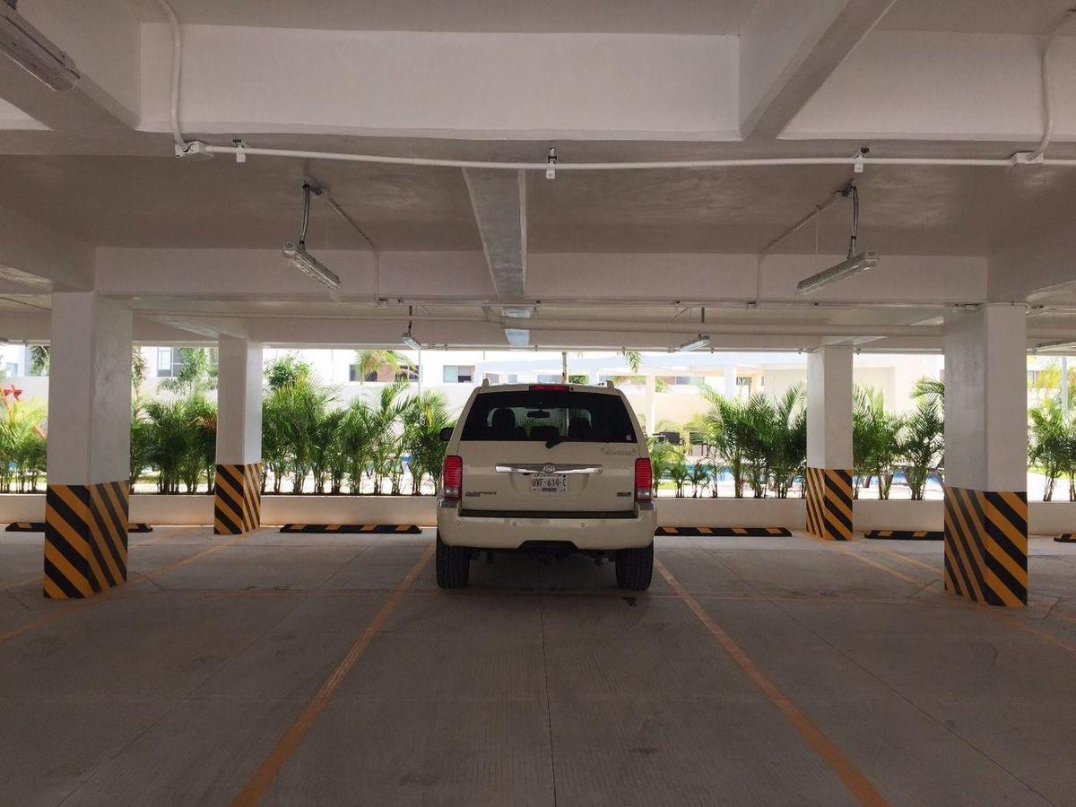 23 de 24: estacionamiento techado