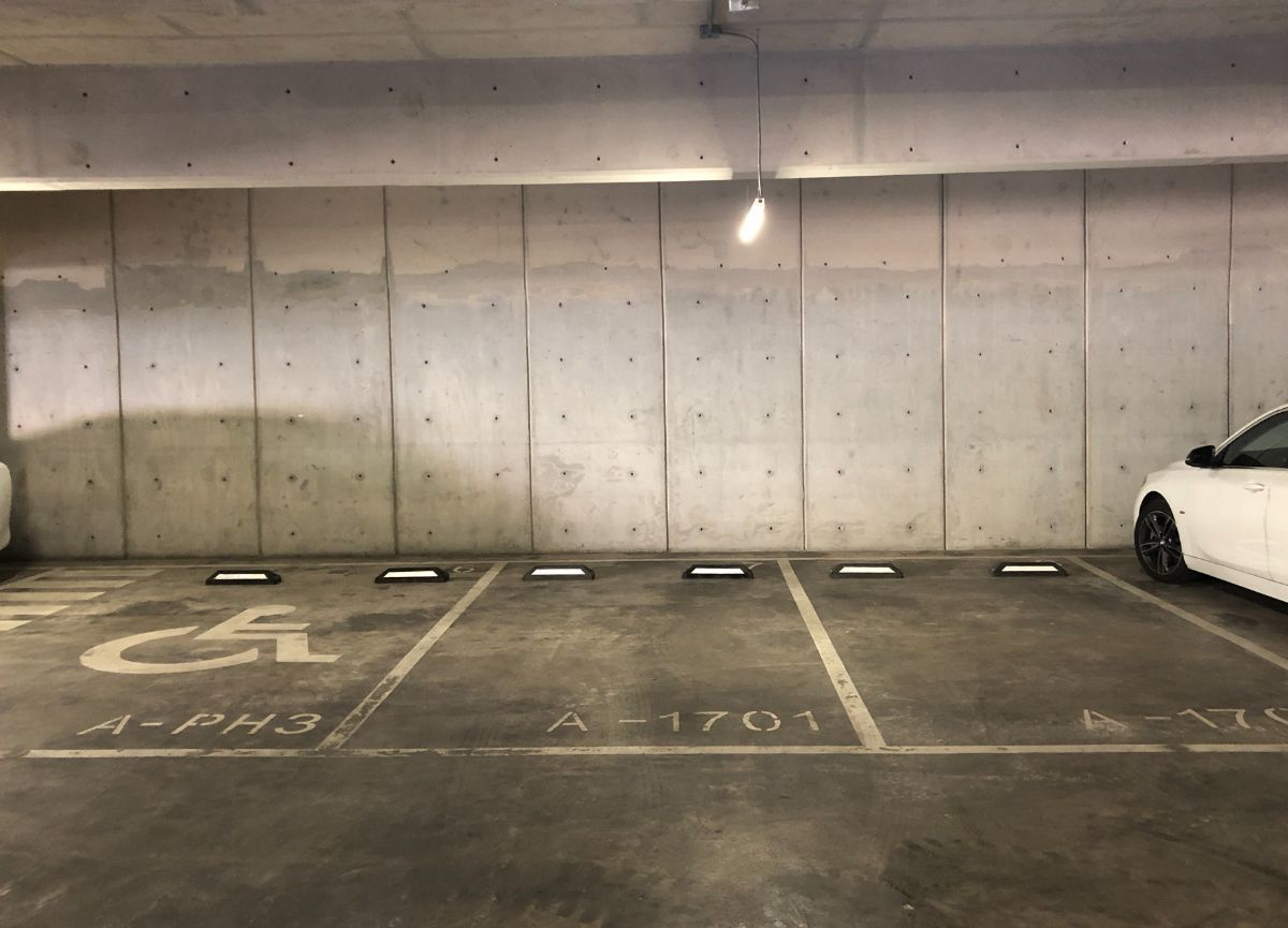 13 de 25: Dos estacionamientos