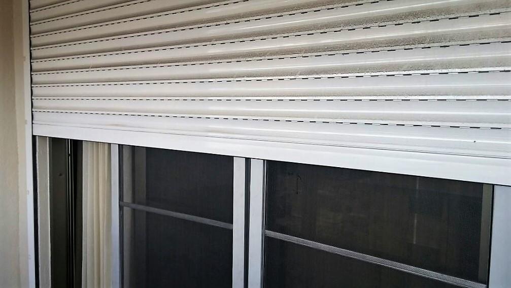 14 de 15: Sutters en ventanas y balcón