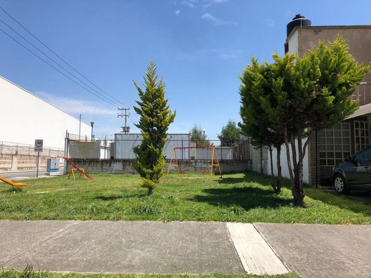 13 de 13: Jardín en esquina de la calle