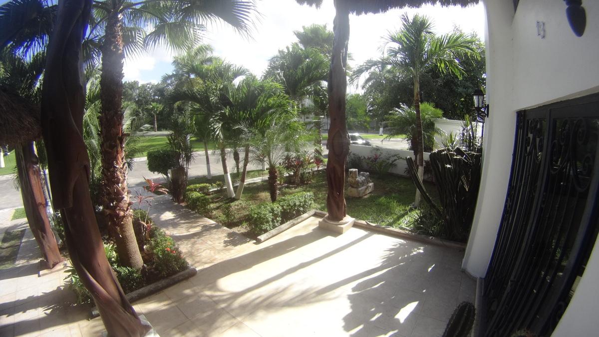 4 de 36: Vista del Jardín Frontal desde entrada Principal