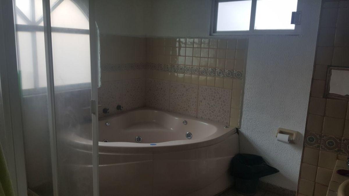 12 de 23: Jacuzzi Baño Principal