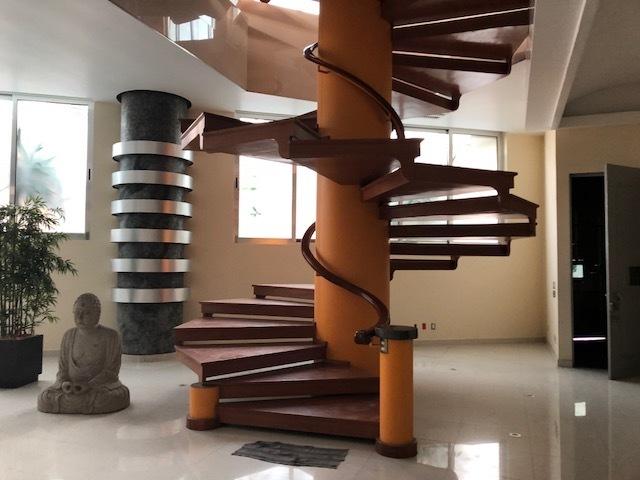 1 de 13: Escaleras para subir a las oficinas