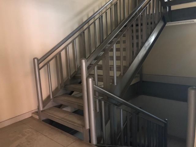 6 de 13: Escaleras de emergencia