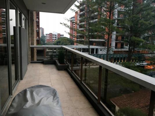 1 de 9: Balcón de dormitorios, también tiene uno de área social