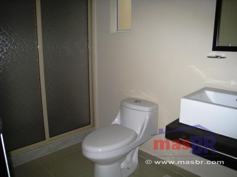 17 de 26: Baño compartido  estancia - recámara secundaria 2