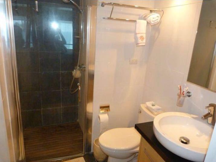 12 de 25: Guest Washroom