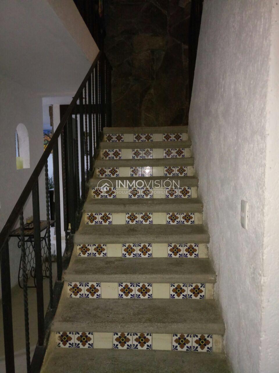 15 de 23: Escaleras con talavera
