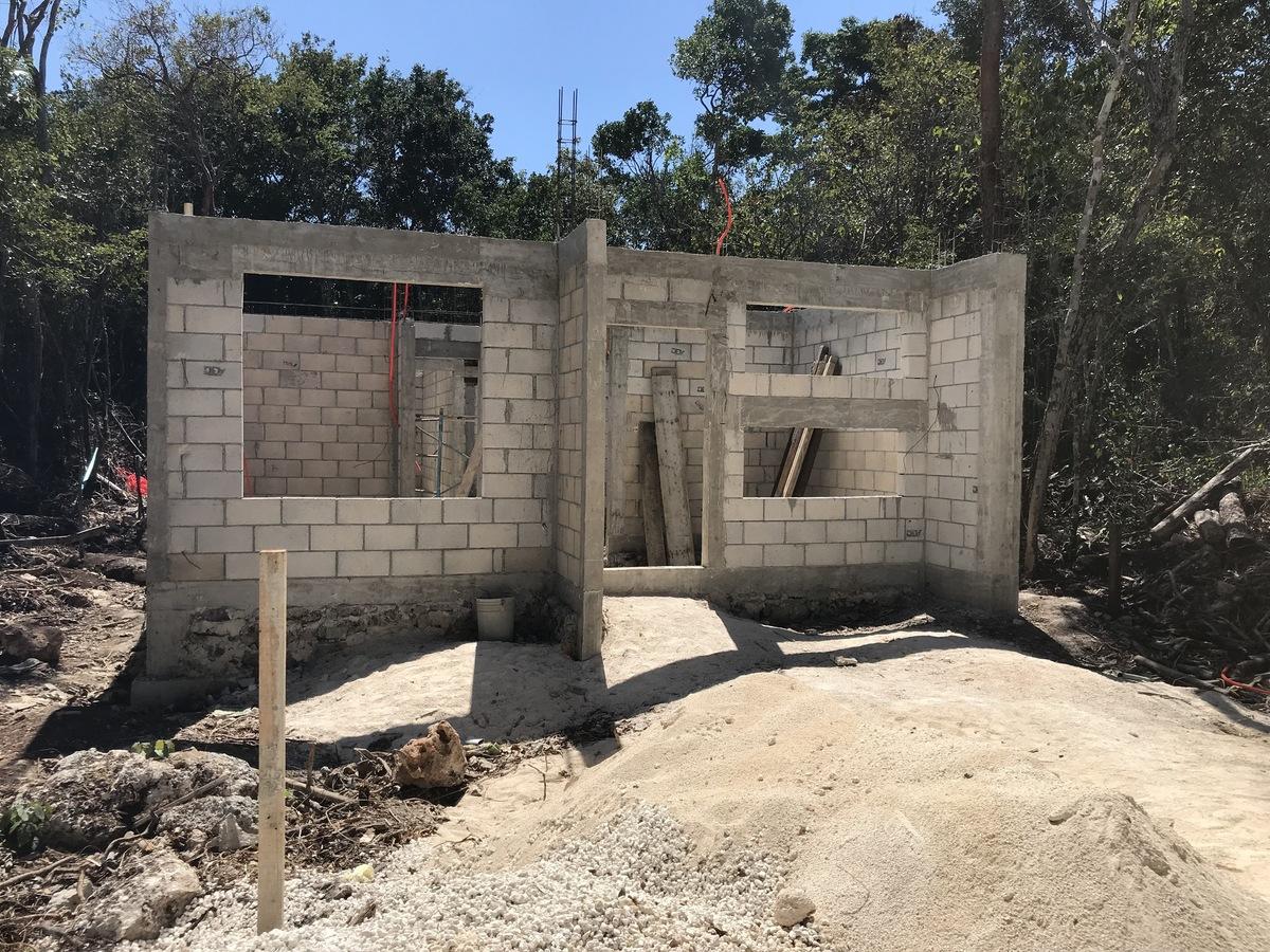 21 of 40: ya se comenzan a construir las primeras casas