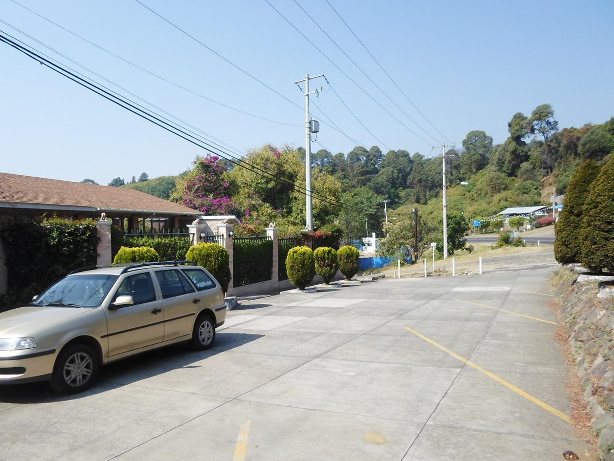 3 de 42: Áreas de estacionamientos